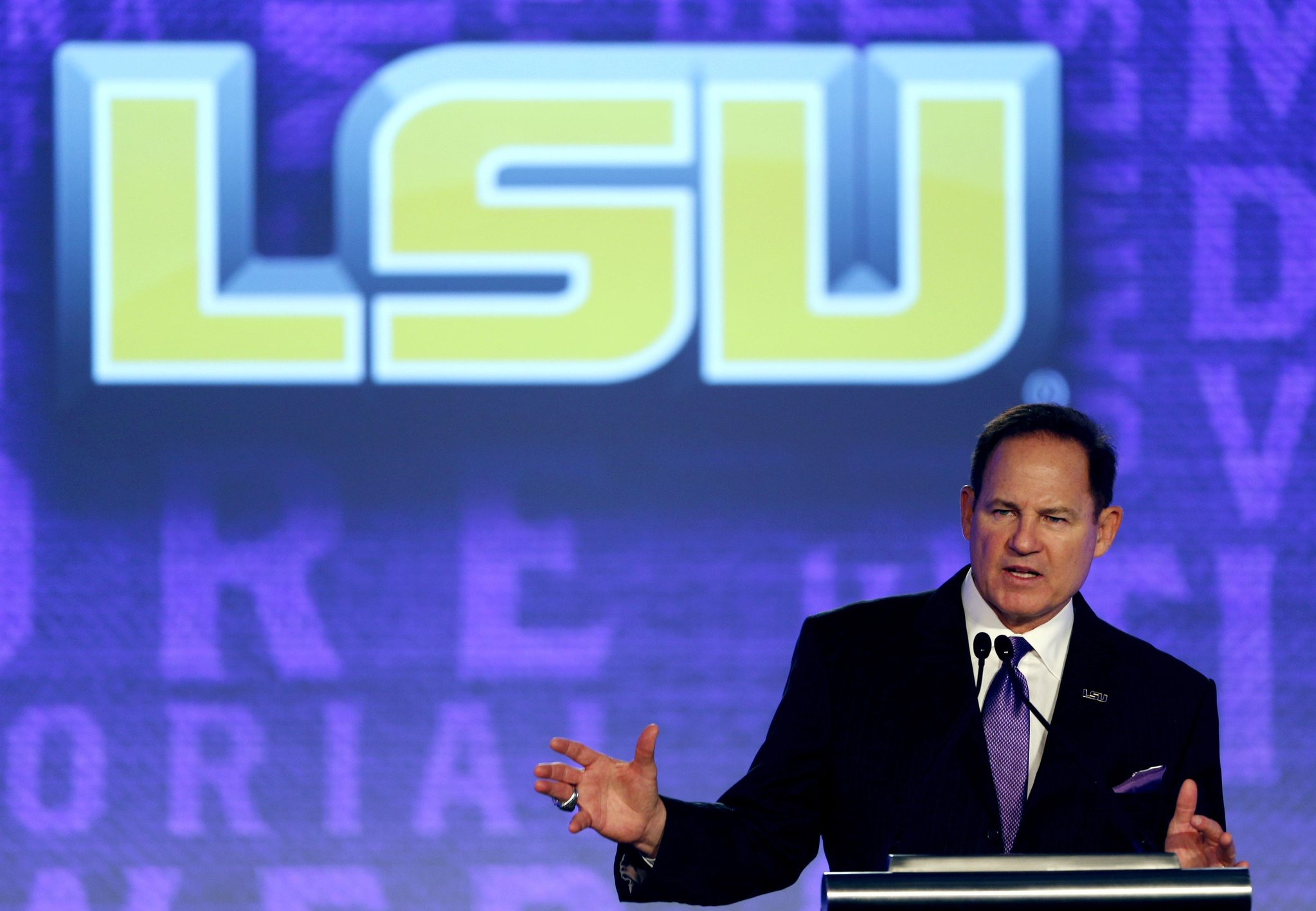 Les Miles discusses recent social unrest, football season ahead at 2016 SEC Media Days