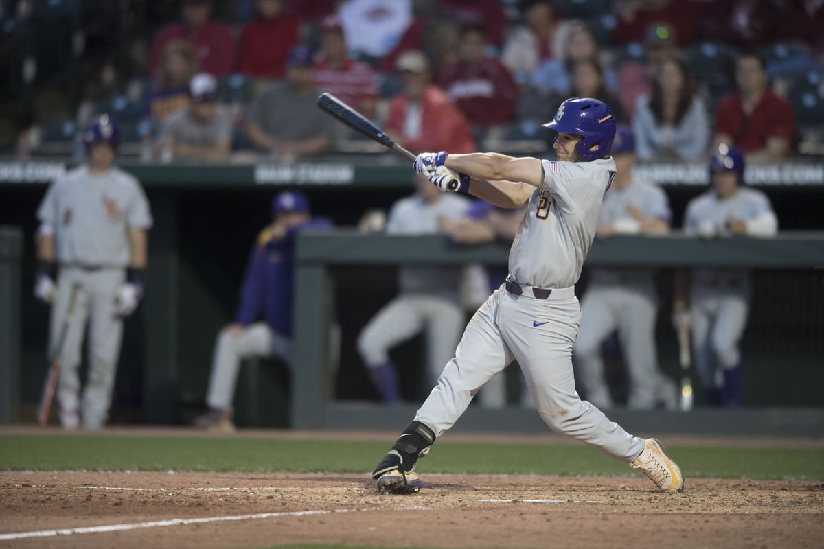 Baseball takes gritty series at Arkansas