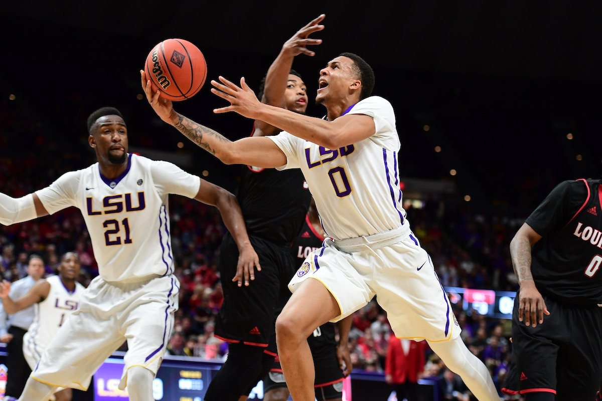Basketball defeats UL-Lafayette in wild NIT opener