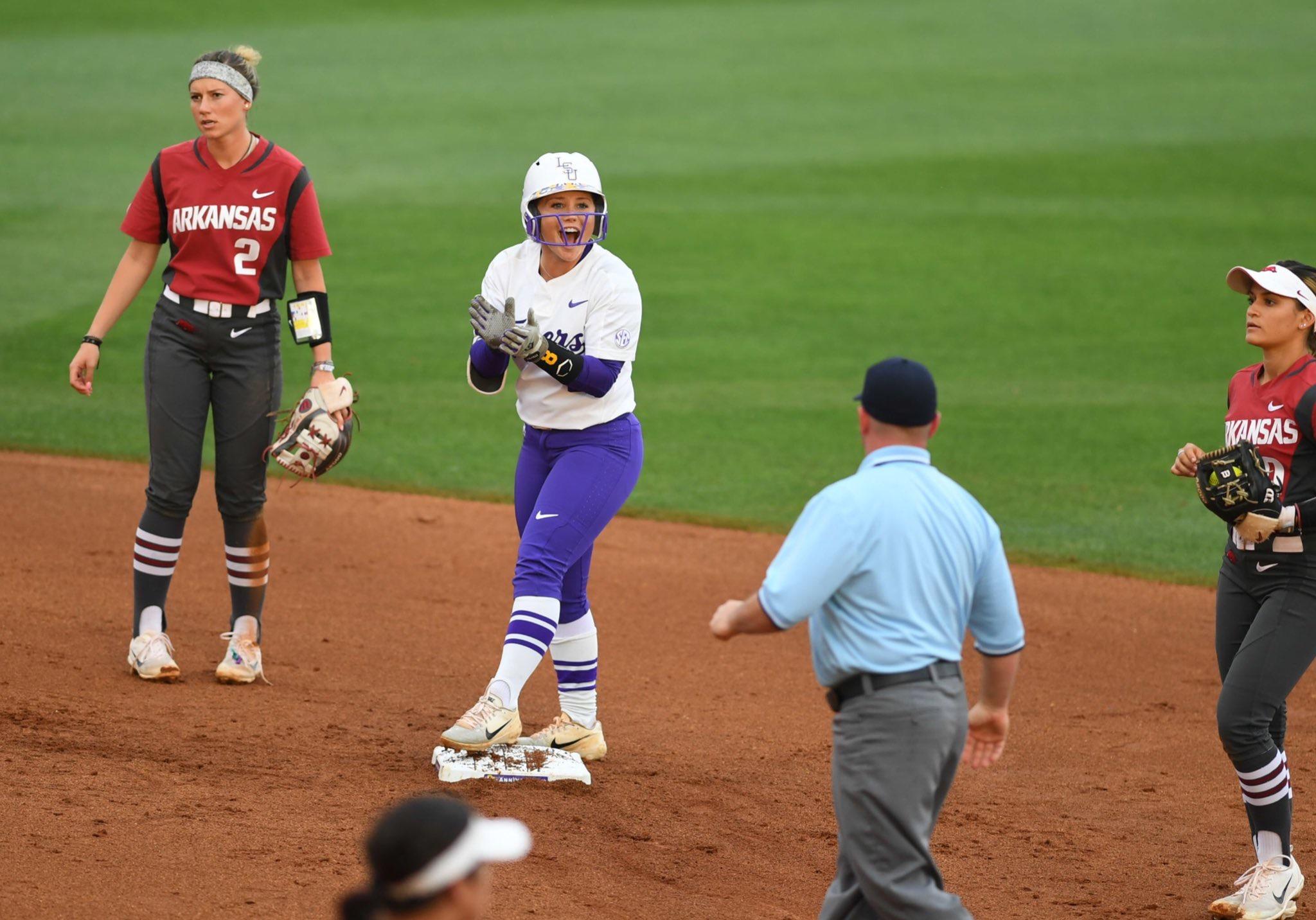 Softball sweeps Arkansas to end regular season