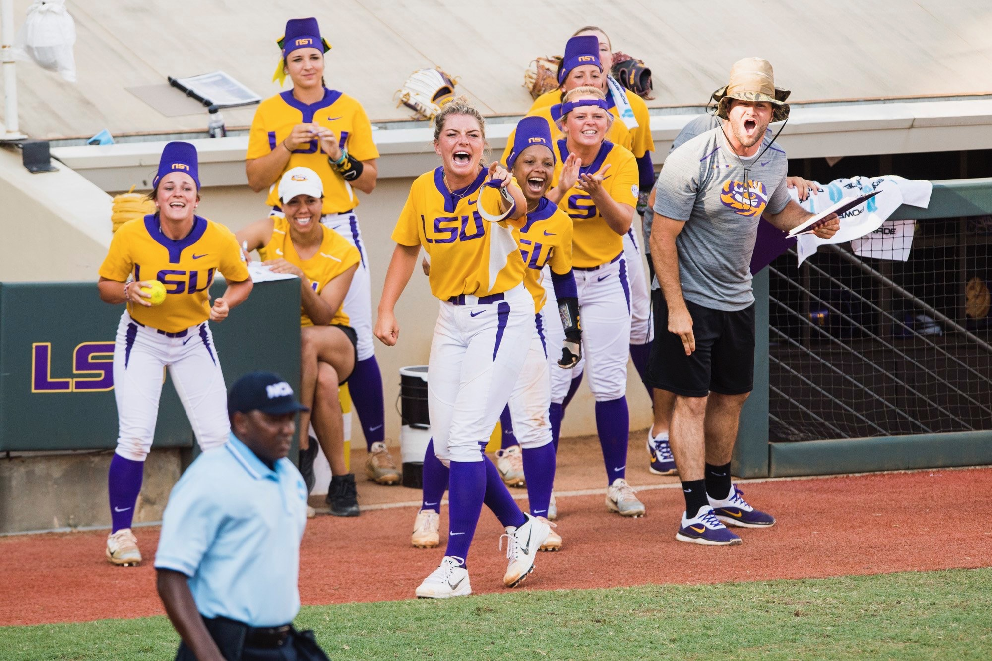 Softball defeats ULL to advance to Super Regionals