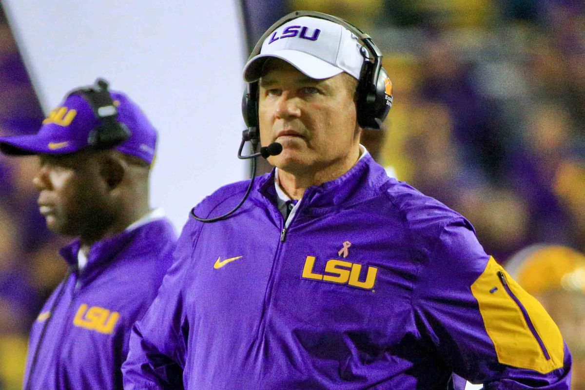 Les Miles finalizing deal to be Kansas head coach