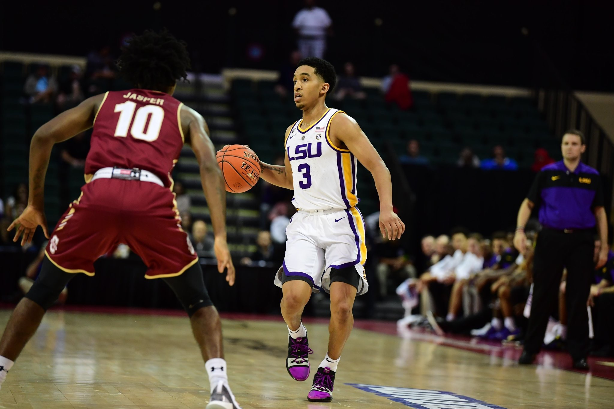 Basketball knocks off Charleston in Orlando, 67-55