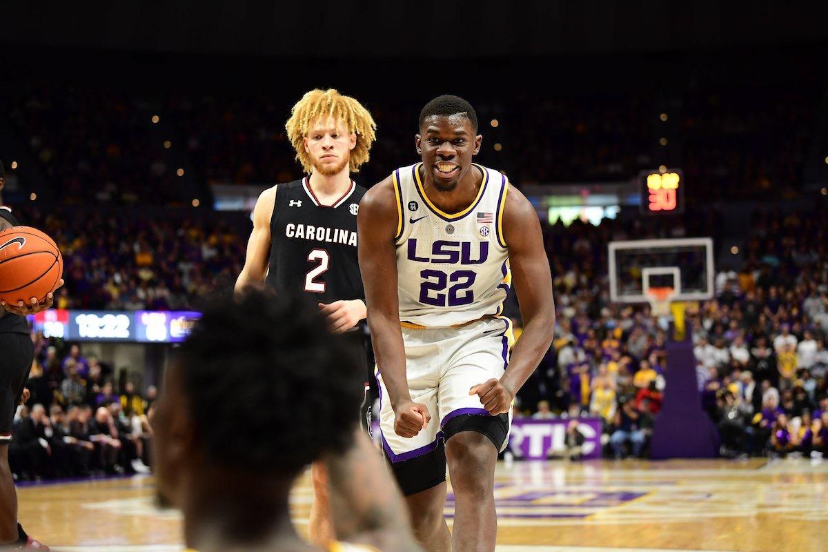 Basketball rolls past South Carolina, 89-67