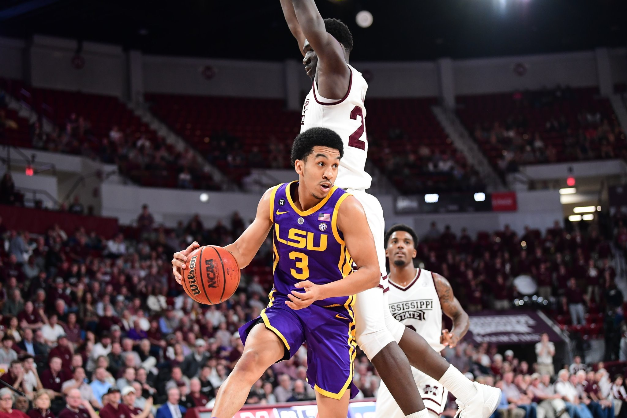Basketball defeats Mississippi State in OT, 92-88