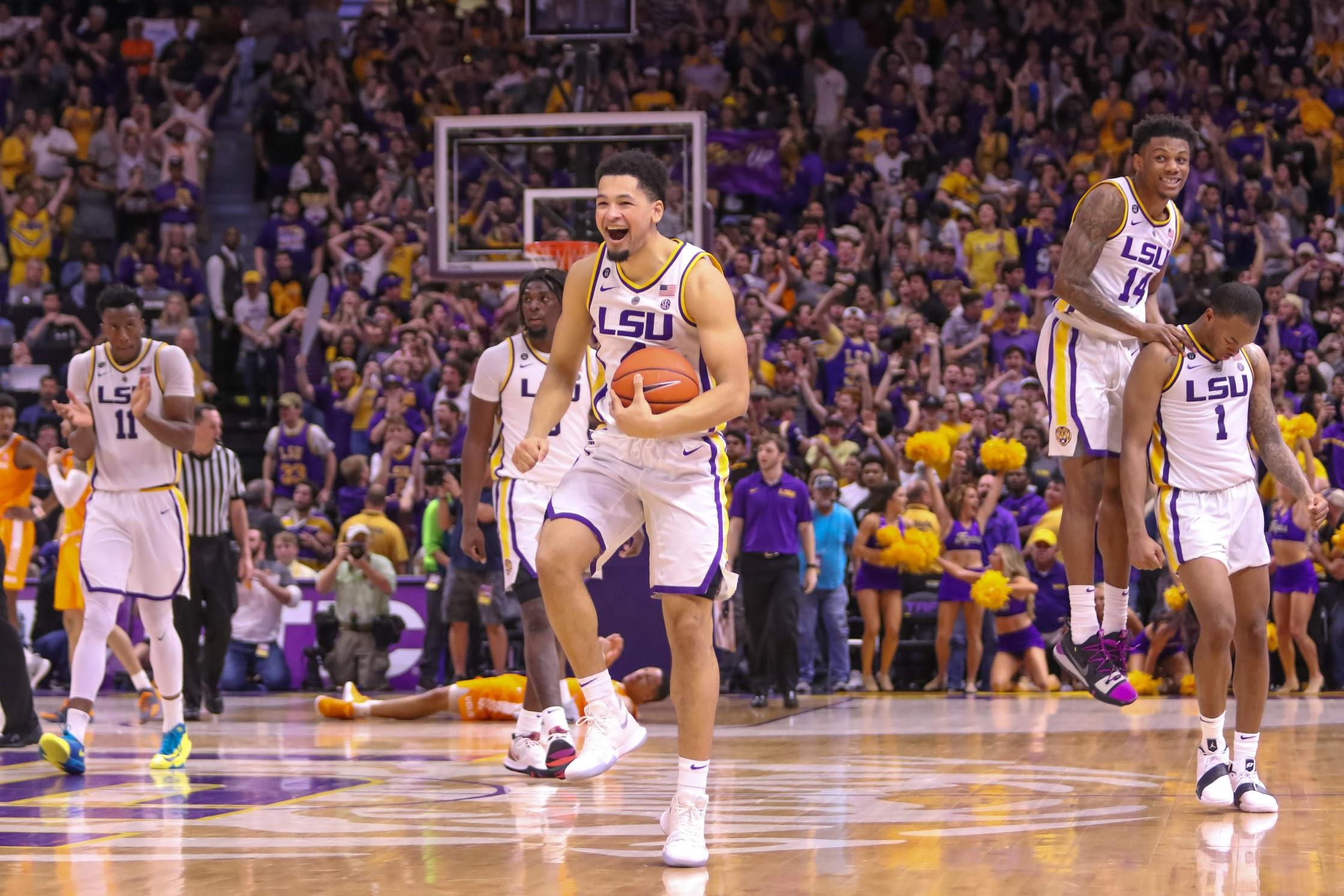 Highlights from LSU's 82-80 win over Tennessee