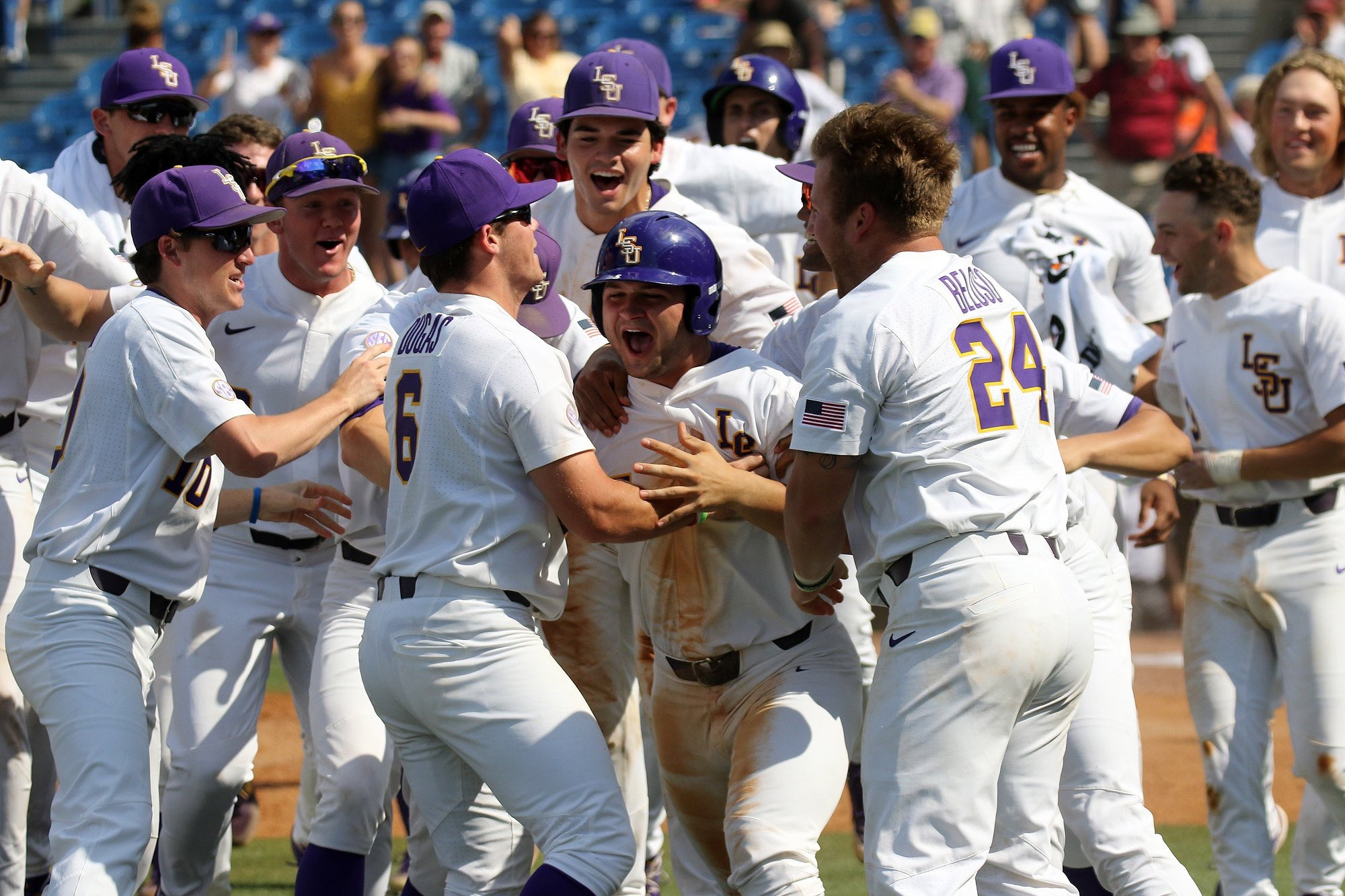 LSU beats Auburn behind bizarre walk-off finish