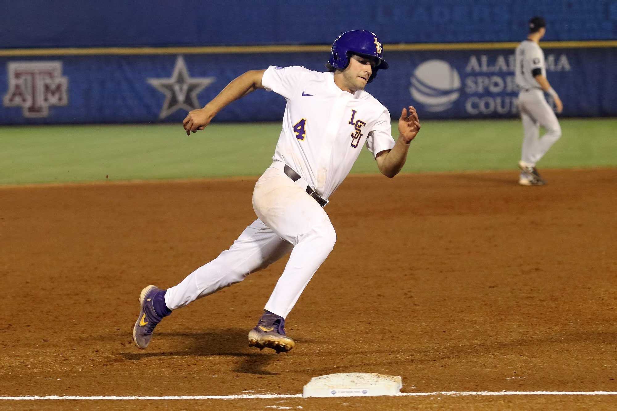 LSU powers past South Carolina in SEC Tournament opener