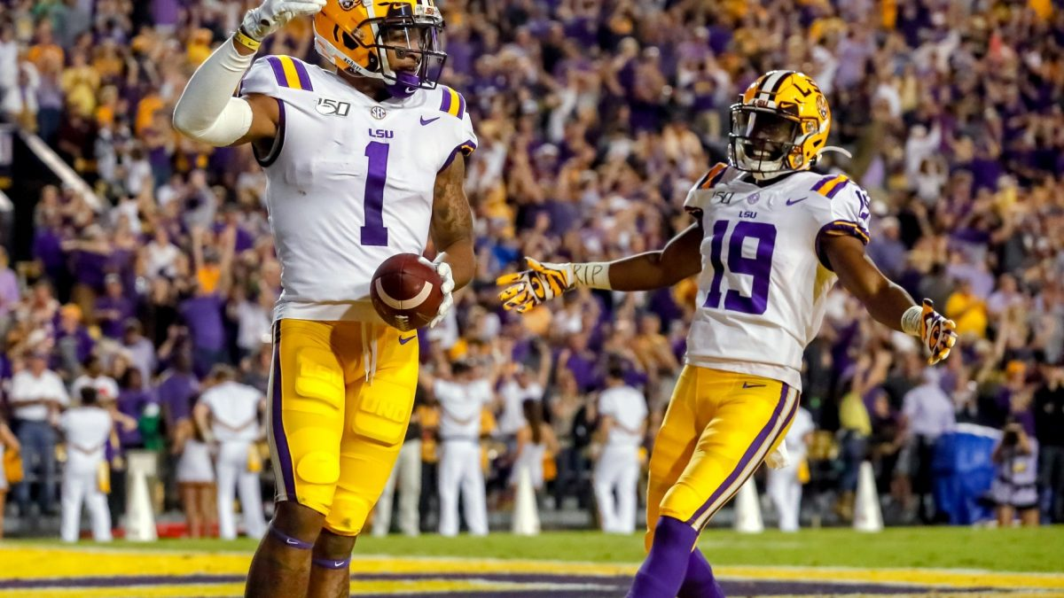LSU routs Texas A&M 50-7 behind complete performance